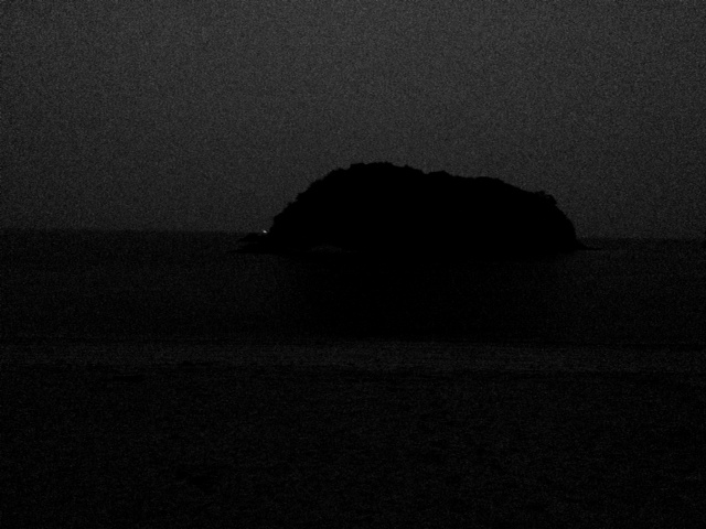 島は眠った。